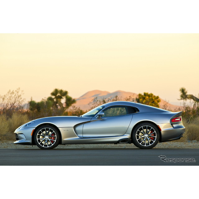 米国の自動車大手、クライスラーグループのダッジブランドは11月末、2015年型『バイパー』の米国での販売を...