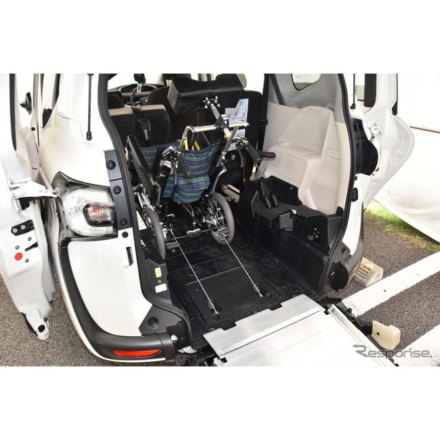 パーソナルユースとなる小型の福祉車両として、トヨタ『シエンタ』新型に車いす仕様車が設定された。  福...