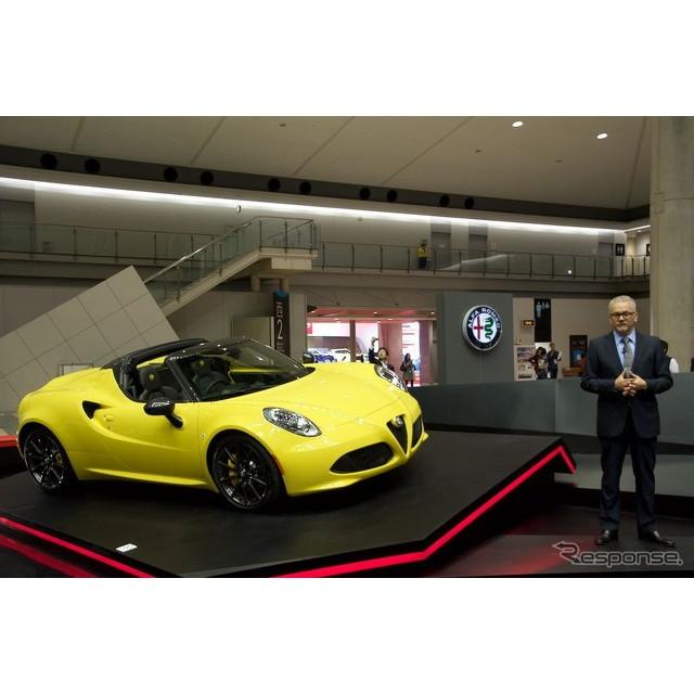 FCAジャパンは東京モーターショー15の会場で、ミッドシップ・プレミアムオープンスポーツ『4C スパイダー』...