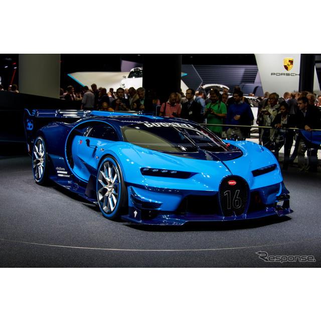世界最強、最速、最も高価と、3拍子そろったフランスのスーパーカー、ブガッティ『ヴェイロン』。同車の後...