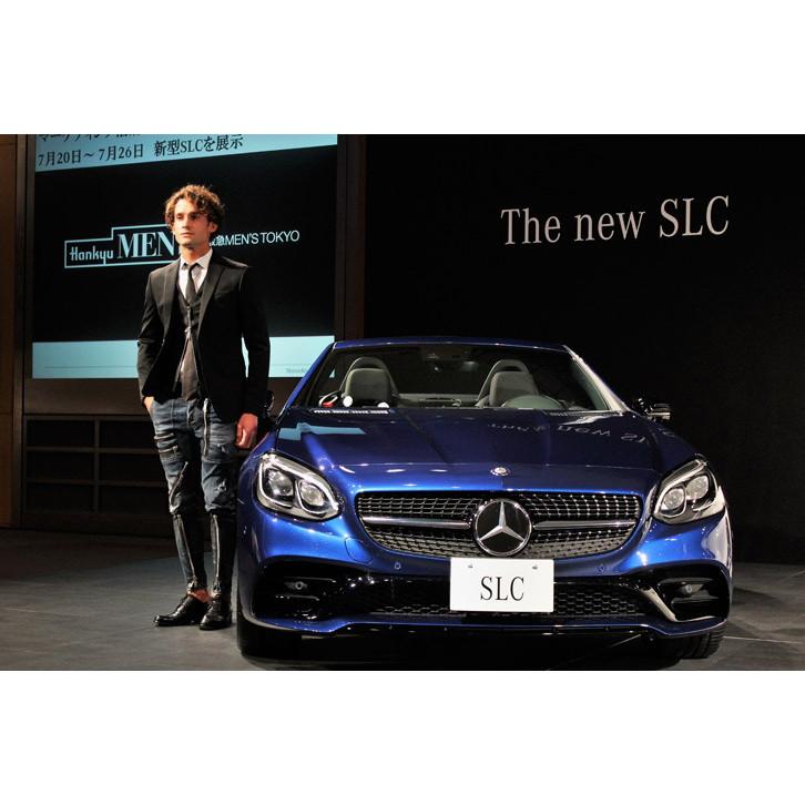 メルセデス・ベンツ日本は2016年6月2日、小型ロードスター「SLC」の販売を開始した。価格は530万円から。今...