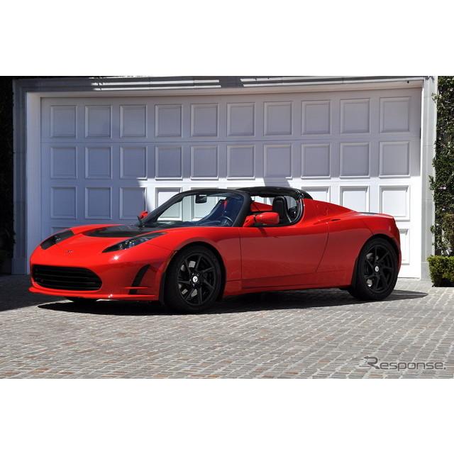 米国のEVメーカー、テスラモーターズの市販第一号車、テスラ『ロードスター』。同車の顧客に対して、米国で...