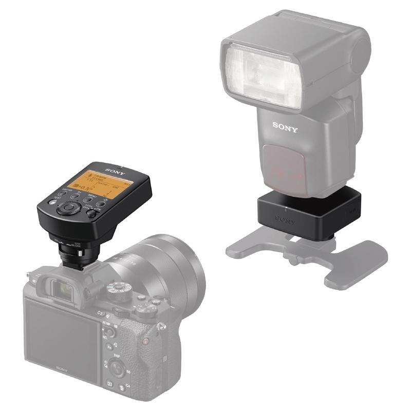 左から電波式ワイヤレスコマンダー 『FA-WRC1M』 電波式ワイヤレスレシーバー 『FA-WRR1』 ※デジタル一眼カメラ『α7R II』および、フラッシュ 『HVL-F60M』装着時