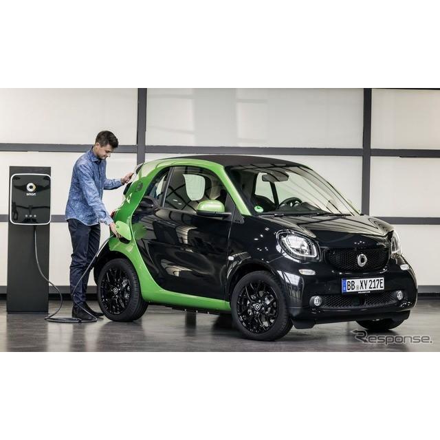 ドイツの高級車、メルセデスベンツ傘下のスマートは9月22日、新型『フォーツー・エレクトリックドライブ』...