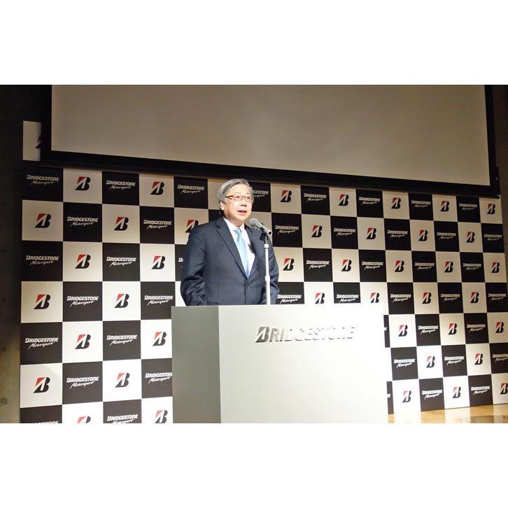 2017年のモータースポーツ活動の概要を説明したブリヂストンの鈴木道弘氏。