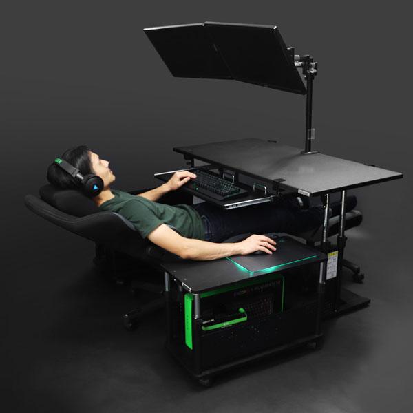 「寝ながらパソコン」イメージ