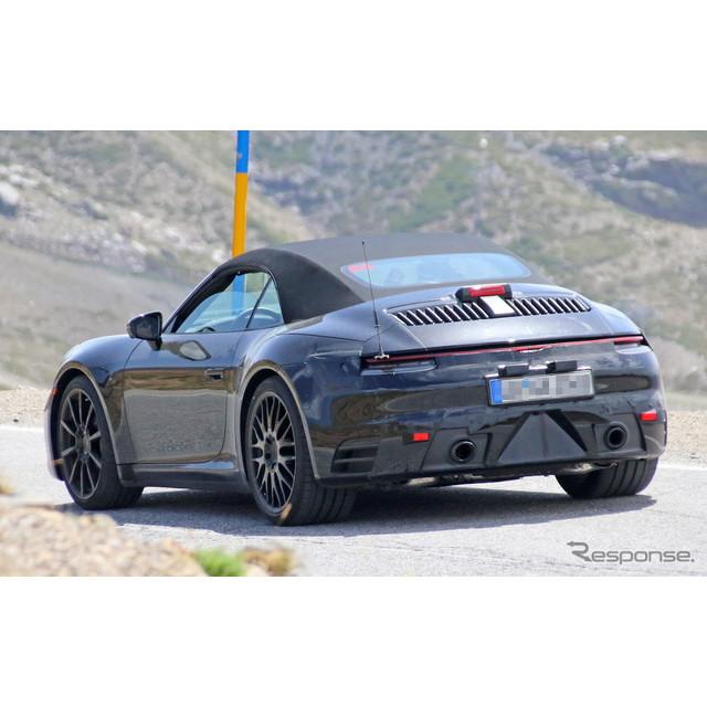 ポルシェ『911カブリオレ』次期型プロトタイプが、摂氏45度を超える灼熱の山道でテストする姿を目撃した。...
