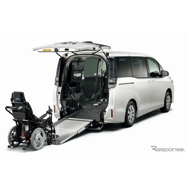 トヨタ自動車は、『ヴォクシー』『ノア』『エスクァイア』のウェルキャブ(メーカー完成特装車)に、車いす...