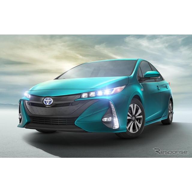 トヨタ自動車の『プリウスPHV』と、GMのプラグインハイブリッド車(PHV)、シボレー『ボルト』。両車を中心...