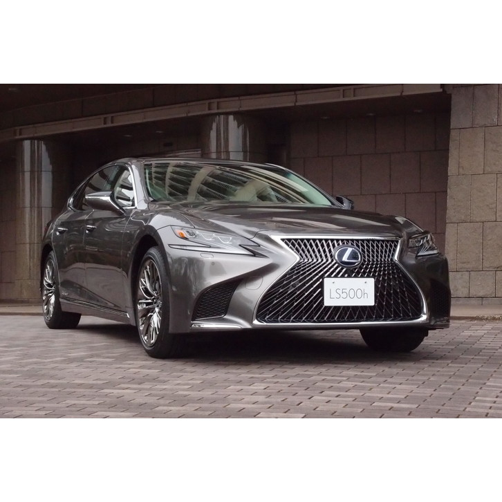 トヨタ自動車は2017年10月19日、レクサスブランドのフラッグシップセダンである「LS」の新型を発表した。ハ...