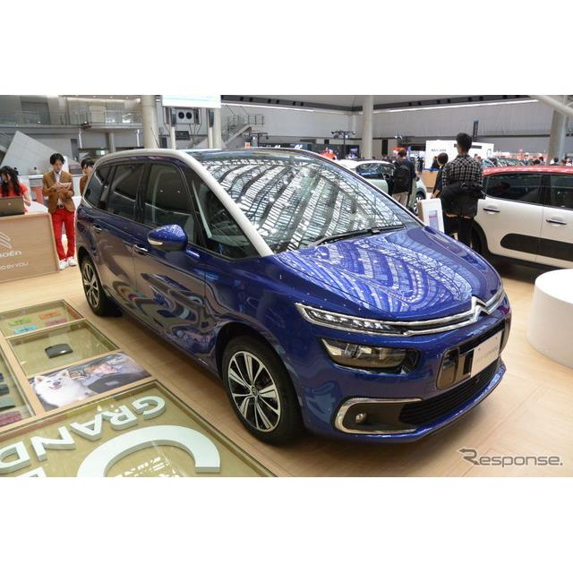 プジョー・シトロエン・ジャポンはシトロンブースで日本市場向け限定車『グランドC4ピカソ DUNE BEIGE』を...