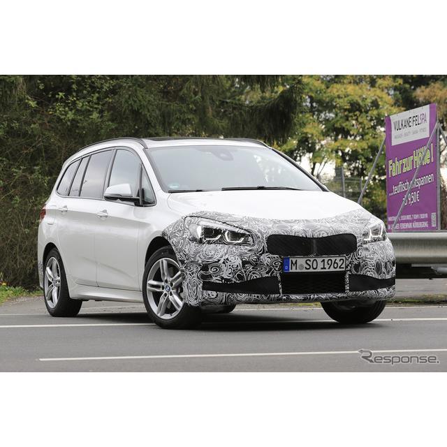 BMW『2シリーズ グランツアラー』改良新型プトロタイプの鮮明なスパイショットを入手した。初の改良モデル...