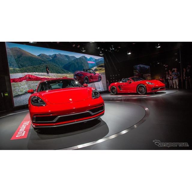 ポルシェは11月29日、米国で開幕したロサンゼルスモーターショー2017において、『718ボクスターGTS』と『71...