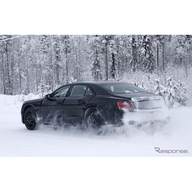 英国高級車ブランド、ベントレーの4ドアサルーン『フライングスパー』次期型が、豪雪のフィンランドで寒冷...