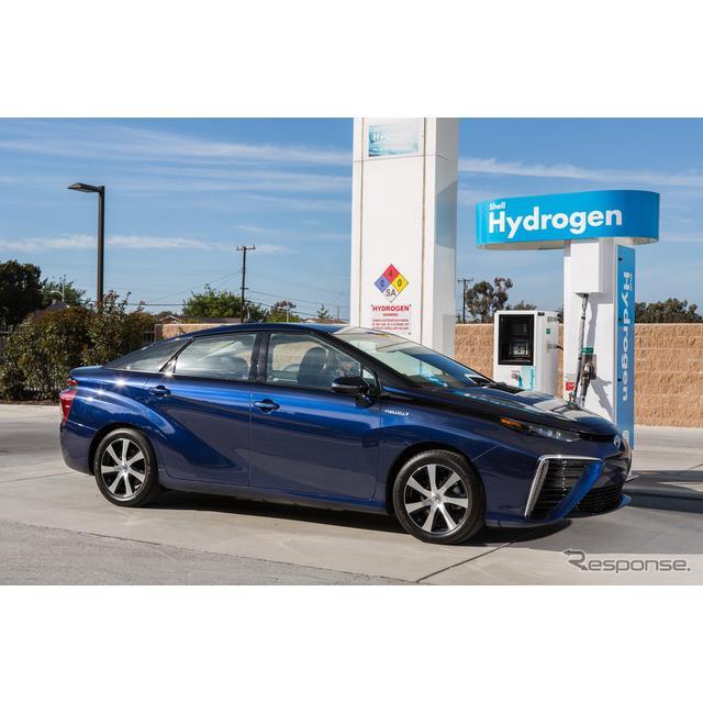 トヨタ自動車の米国法人、米国トヨタ販売は1月23日、市販燃料電池車、『ミライ』(MIRAI)の米国カリフォル...