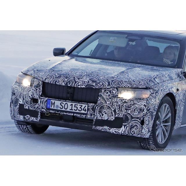 BMWのフラッグシップ・4ドアサルーン『7シリーズ』。そのフェイスリフトモデルの開発車両を、カメラが捉え...