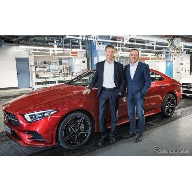 メルセデスベンツのドイツ・ジンデルフィンゲン工場からラインオフした新型CLSクーペの量産第一号車