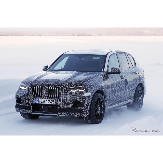 BMW『X5』次期型の頂点に君臨する『X5 M』市販型プロトタイプを、初めてカメラが捉えた。フルカモフラージ...