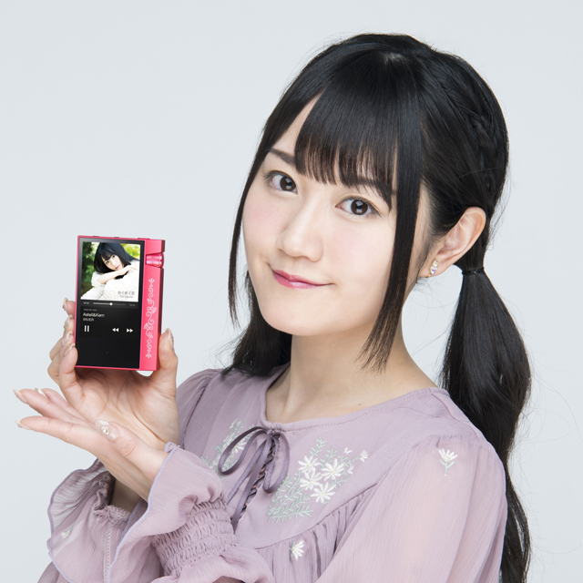 「AK70 MKII Yui Ogura Edition」と声優・小倉唯さん
