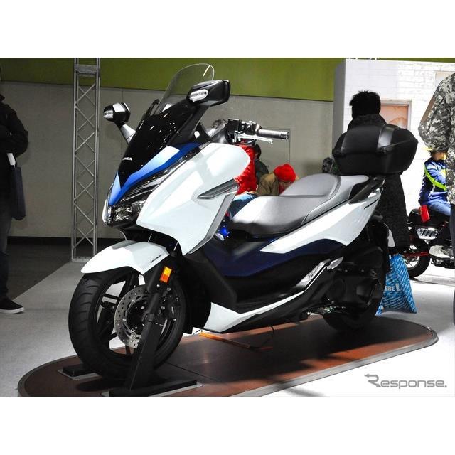 この夏発売を予定するフォルツァが、大阪モーターサイクルショーで国内初公開(16日・大阪市)