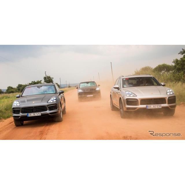 ポルシェは、新型『カイエン』のプラグインハイブリッド車(PHV)、「カイエンEハイブリッド」の開発プロト...