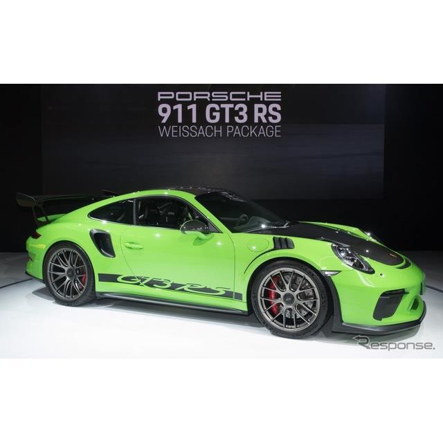 ポルシェは、米国で開幕したニューヨークモーターショー2018において、改良新型『911GT3 RS』の「ヴァイザ...