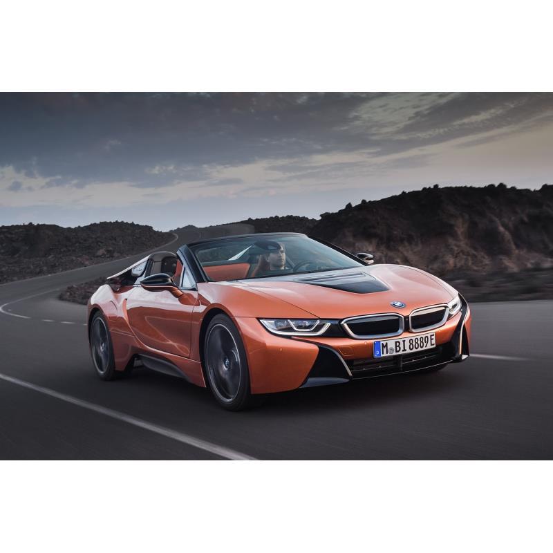 BMWジャパンは2018年4月9日、プラグインハイブリッドスポーツカー「BMW i8」に一部改良を施すとともに、オ...