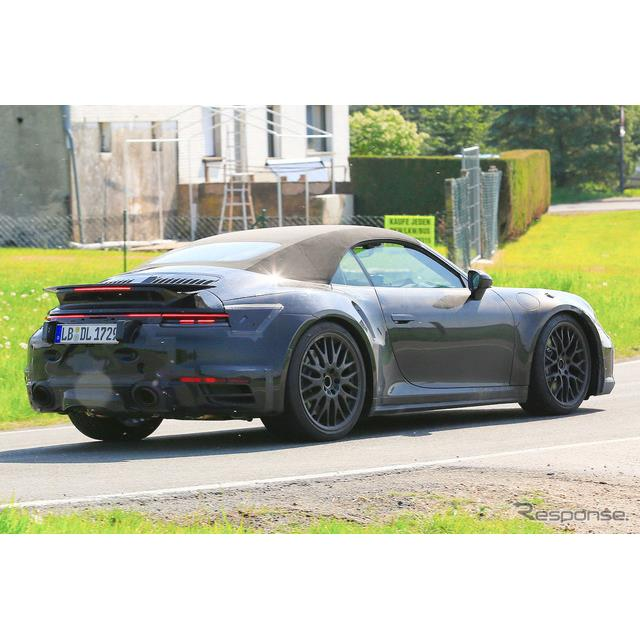 ポルシェ『911カブリオレ』次世代型(992型)の高性能モデル、『911ターボ カブリオレ』新型プロトタイプを...