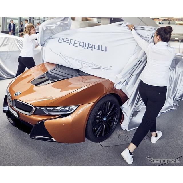 BMWグループは5月25日、『i8ロードスター』の最初の量産車となる18台を、「BMW i8クラブ」の会員に引き渡し...