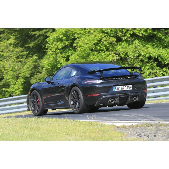 ポルシェ『718ケイマン』に設定されるハイパフォーマンスモデル『718ケイマン GT4』を、ドイツ・ニュルブル...