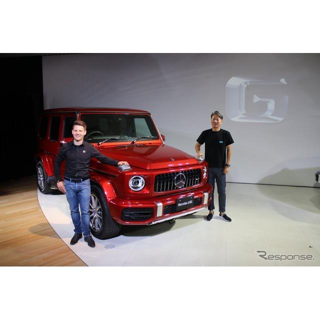 ダイムラー社商品企画責任者ミヒャエル・ベルンハルト氏(左)とメルセデス・ベンツ日本代表取締役社長の上野金太郎氏(右)
