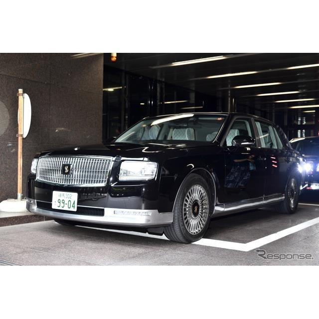 トヨタ自動車は、ショーファーカーの『センチュリー』をフルモデルチェンジし、6月22日に発売した。後席のV...