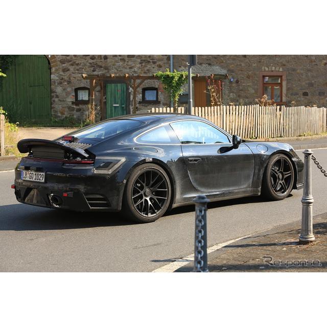 ポルシェ『911』次期型のハイパフォーマンスモデル、『911GTS』新型プロトタイプが公道テストを開始した。...