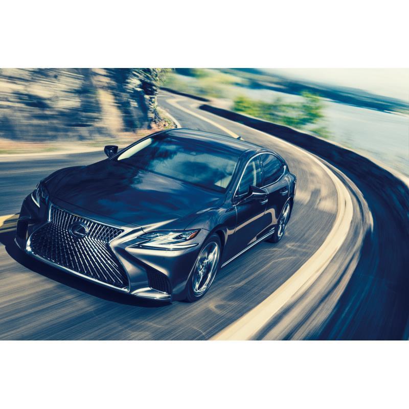 トヨタ自動車は2018年8月30日、レクサスブランドのフラッグシップセダン「LS」とラグジュアリークーペ「LC...