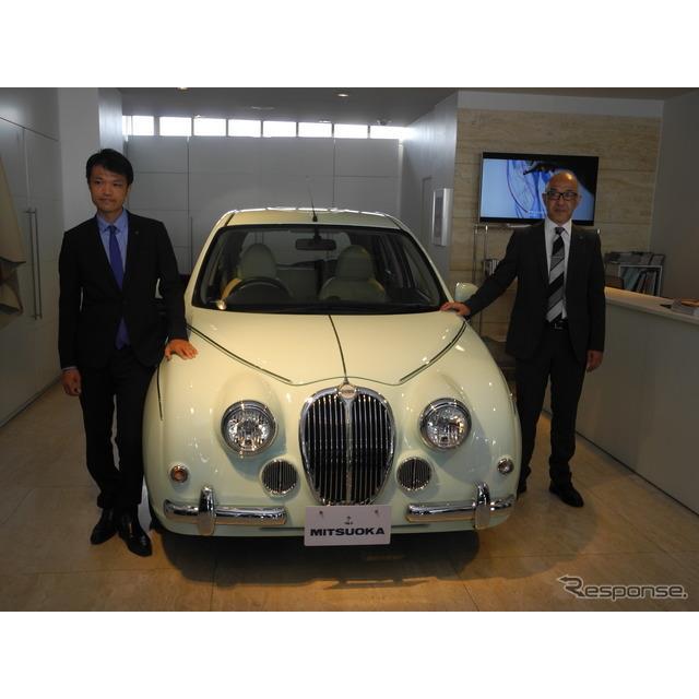 『ビュートなでしこ フレンチマカロン』と渡部稔執行役員(右)、開発責任者の青木孝憲氏