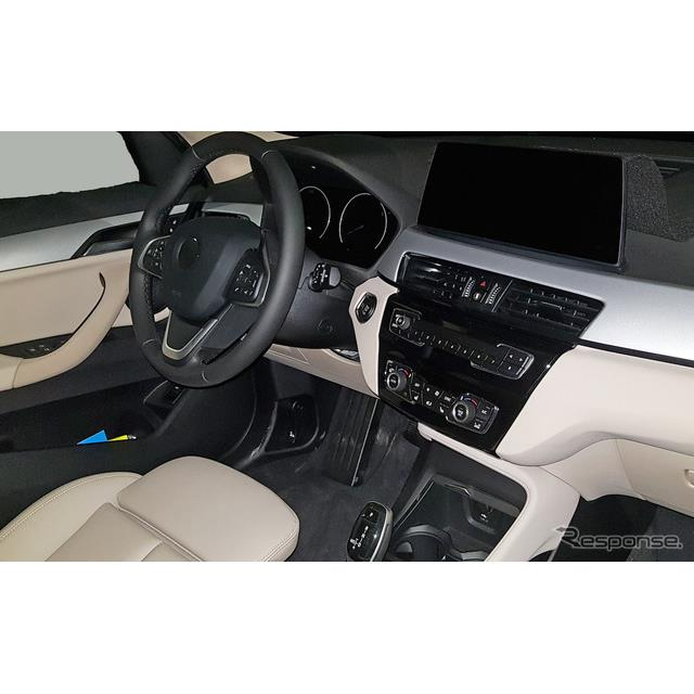 BMW最小クロスオーバーSUV、『X1』改良新型プロトタイプの姿をカメラが捉えた。7月に捉えた開発車両とは異...