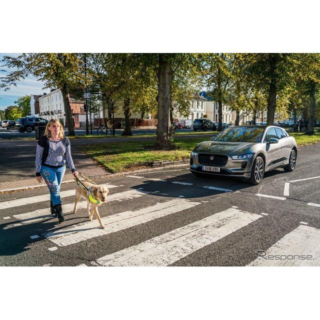 ジャガーカーズは10月11日、ジャガー初の市販EVの『I-PACE』向けに、人工的な走行音発生装置、「AVAS」を開...