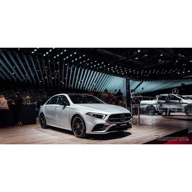 メルセデスベンツは、フランスで開催中のパリモーターショー2018において、『Aクラスセダン』(Mercedes-Be...