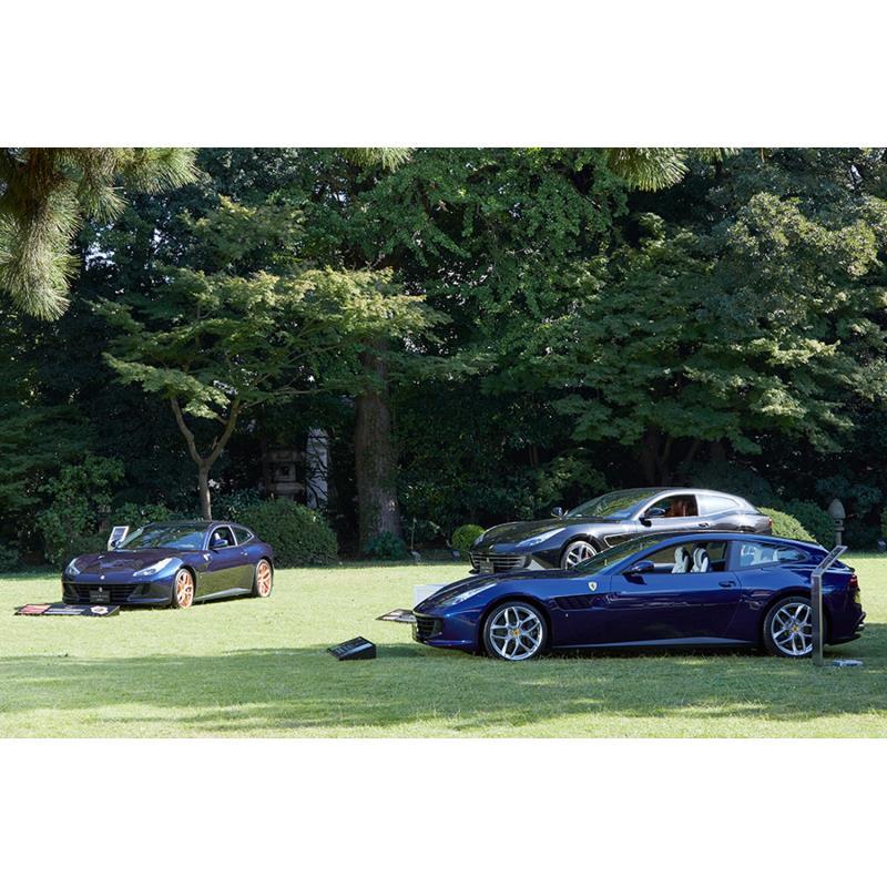 イタリア大使館内には、9台の「フェラーリGTC4ルッソT」が展示された。