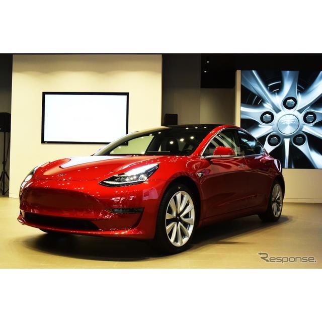 アメリカのEVメーカー、テスラモーターズの日本法人、テスラジャパンは8日、同社(Tesla Model 3)のプレミ...