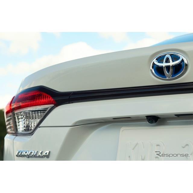 新型トヨタ・カローラ・セダン・ハイブリッドのティザーイメージ