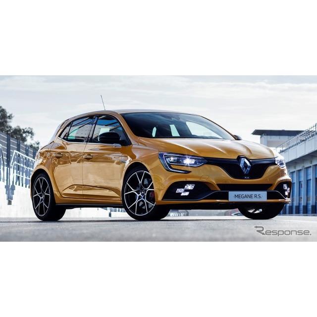 ◆R.S.ベースのさらなる高性能モデル  ルノーは11月21日、新型『メガーヌR.S.トロフィー』(Renault Mega...