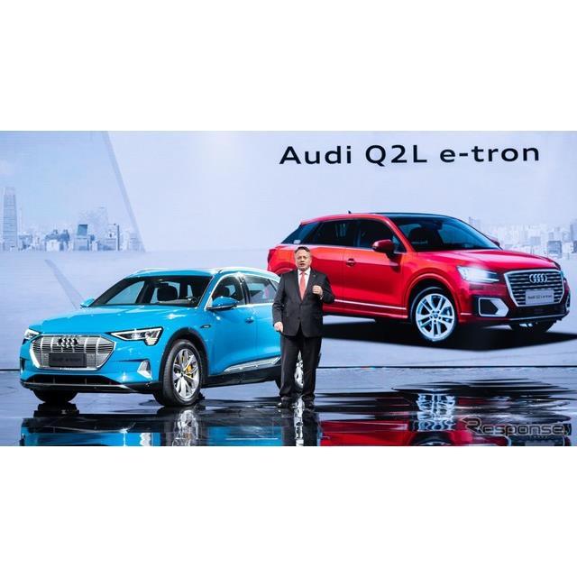 アウディ Q2 L e-tron。左はアウディ初の市販EVのe-tron