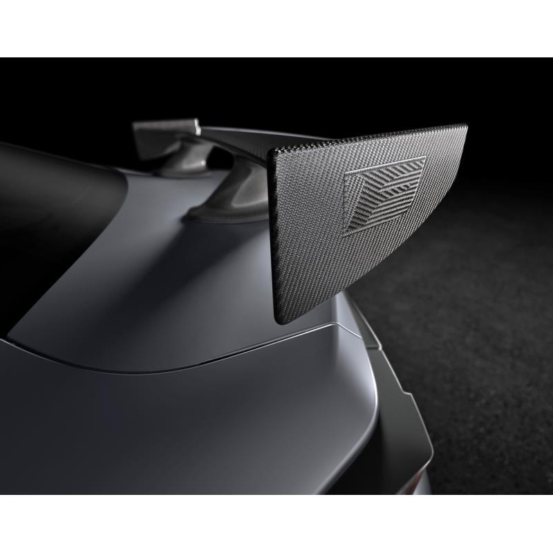 トヨタ自動車は2018年12月7日、レクサスブランドの高性能クーペ「RC F」の最新型を2019年の北米国際自動車...
