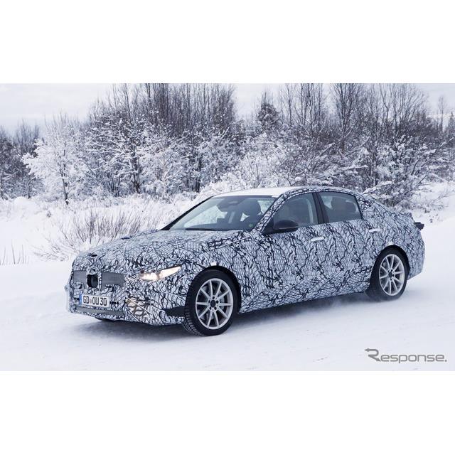 メルセデスベンツの主力モデル、『Cクラス』次世代型プロトタイプが、厳冬のスカンジナビアに出現した。11...
