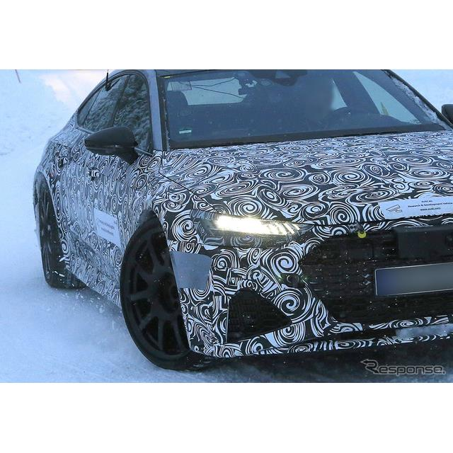 アウディ『A7スポーツバック』の頂点に君臨する高性能モデル『RS7』新型プロトタイプが、豪雪のスカンジナ...