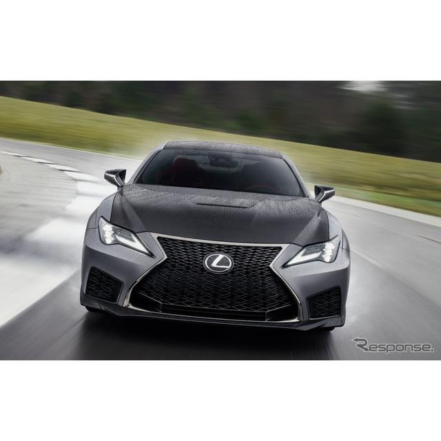 レクサスは1月14日、米国で開幕したデトロイトモーターショー2019において、改良新型『RC F』(Lexus RC F...