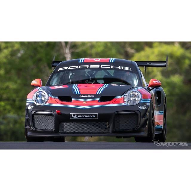 ポルシェは2月2日、『911GT2 RSクラブスポーツ』(Porsche 911GT2 RS Clubsport)のマーク・ウェバー氏によ...