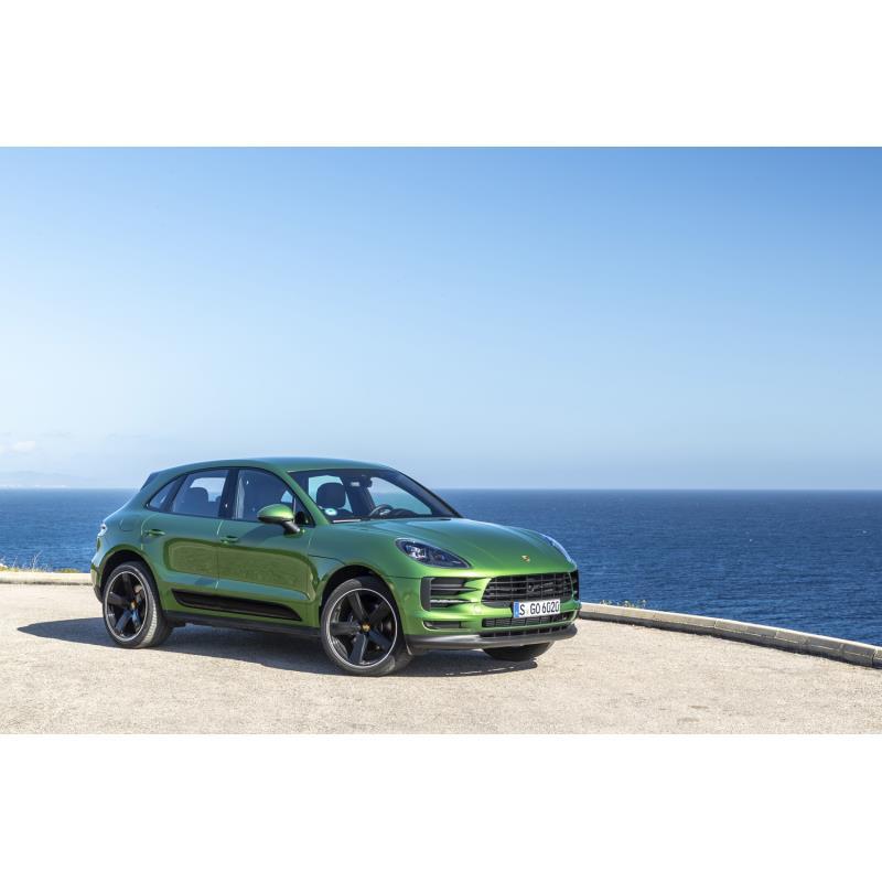 独ポルシェは2019年2月26日(現地時間)、コンパクトSUV「マカン」の次期モデルを、電気自動車(EV)として...