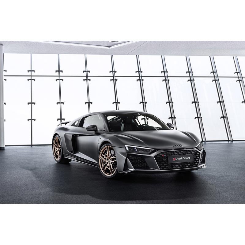 アウディ ジャパンは2019年3月4日、「V10エンジンの10周年」を記念した世界222台限定の「R8 V10 Decennium...